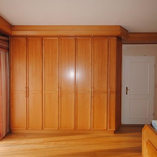 Schlafzimmerschrank aus Holz